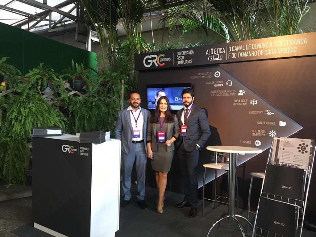 Equipe da GRC Solutions na LEC, uma Feira de Compliance